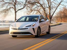 Toyota Prius Comparison Chart 2020 Toyota Prius Review Pricing And Specs
