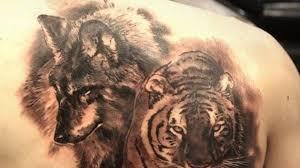 Müsste schon echt blöd laufen zb kranker sibirischer tiger gegen gesunden wolf oder der tiger verunfallt. 10 Realistic Wolf And Tiger Tattoo Designs Petpress