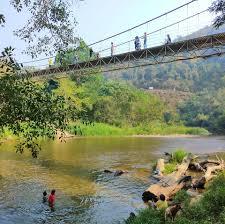 เด็กน้อย หัดร้องเพลง ตะน่า... - โป่งลึก-บางกลอย เที่ยวชมธรรมชาติ  วิถีชีวิตชาวปกาเกอะญอ