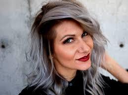 Grijs Haar Natuurlijk Kleuren Geverfd Voor Een Hip En Trendy Kapsel