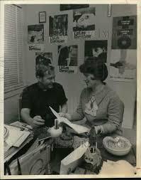 1988 PRESS PHOTO Billinda Rhodes and Jinny Lawrence poses at buffet  reception - $12.88 | PicClick