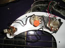 p bass wiring problem home recording forums and here is what the guts look like