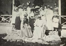makea file queen makea and party in the palace grounds rarotonga jpg