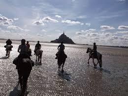 """Résultat de recherche d'images pour """"balade cheval baie du mont saint michel"""""""