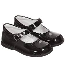 Girl patent leather shoes