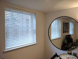wood venetian blinds ed to living room windows in fitzrovia london privacy blinds