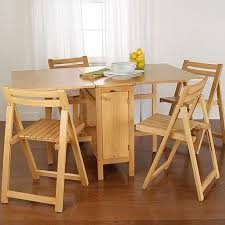 fitting a dining table for small spaces effectively to look spacious