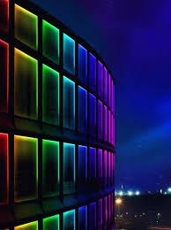 Bunte LED Beleuchtung An Einem Gebäude