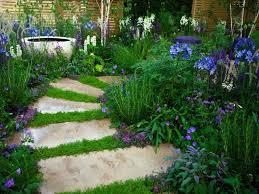 11 attractive garden path ideas for a