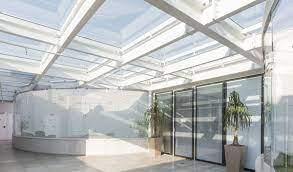 Que tal utilizar a cobertura, telhado, pergolado ou clarabóia de vidro com estrutura de alumínio ou inox! Saiba Qual O Vidro Indicado Para Cobertura Revista Vidro Impresso