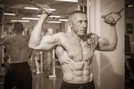 Muž S Tetování V Tělocvičně Stock Fotografie Aallm 48479917