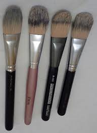 it is a brush with bristles flat firm and with the rounded edge it is the most monly used for application of liquid foundation it s my favorite