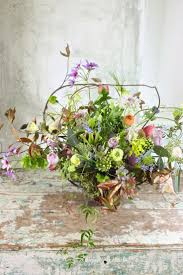 Flower arrangement with a natural, wildflower look.