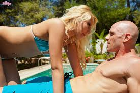 Vanessa Cage Horny Blonde Goes Stud Diving at the Pool