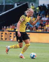 Erling braut haaland is a norwegian professional footballer who plays as a striker for bundesliga club borussia dortmund and the norway nati. Erling Haaland Erlinghaaland Twitter