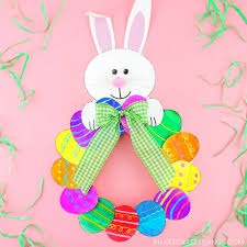 easter wreath craft so that even preschoolers can help take part in making it that means there s no need to whip out the hot glue to make this