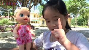 BÉ HUYỀN CHƠI BÚP BÊ BIẾT ĂN  Baby playing dolls to eat   Giai tri cho Be  yeu - YouTube