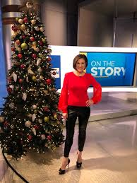 """Lynn Smith on Twitter: """"Instagram life: I'm so ready for the holidays!  Bring it on 💥 Real life: I'm freaking the EF out. Nothing is ready and not  sure if what I"""