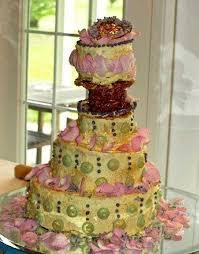 32 Cringe Worthy Wedding Cake Fails
