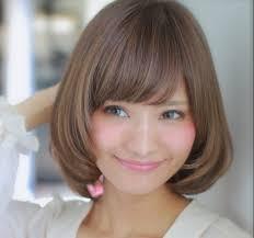 ミディアムストレートの髪型ヘアスタイルを軽い感じに仕上げる人気