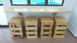 diy pallet wall table diy pallet wall hanging desk with 4 stools 99 pallets