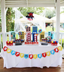 How To Throw A Super Spiderman Birthday Party Crowning Details