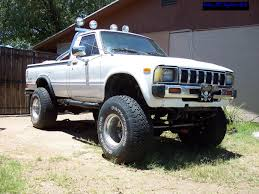 82 Toyota 4x4 327 Project
