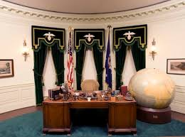 Office drapes Rich Luxury Replica Of The Oval Office During President Herbert Hoovers Era Life On Virginia Street Oval Office Drapes Archives Drapestyle