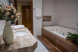 Projeto simples de quarto com closet. Banheiro Da Suite Master Com Banheira De Hidromassagem Picture Of Le Parc Hotel Caetite Tripadvisor