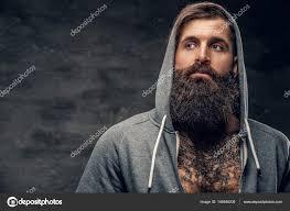 Vousatý Muž S Tetováním Na Hrudníku Stock Fotografie Fxquadro