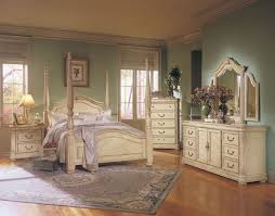 I m really liking this vintage looking off white furniture