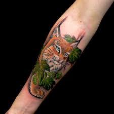 татуировка на предплечье девушки рысь фото рисунки эскизы