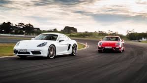 Porsche 718 Cayman S Vs GTS-front Action_fps