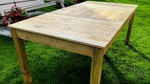farmhouse table out of pallets