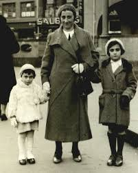 Edith Frank with her daughters, Margot and Anne Frank in the mid-1930s. |  Anne frank, Anne frank diary, Margot frank
