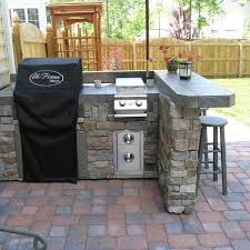 Perfect For Barbecues, This Outdoor Kitchen Has All The Essentials For Any  Backyard Get  ...