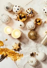 Weihnachtskugeln In Weiß Und Gold Von Butlers Klassischer