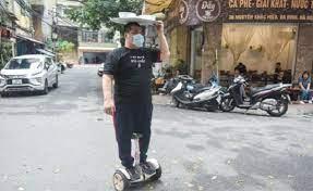 Video: Độc đáo dùng xe điện cân bằng vận chuyển phở ở Hà Nội