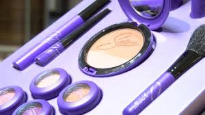 selena fans c out for makeup collection 11384929 ver1 0 1280 720 jpg