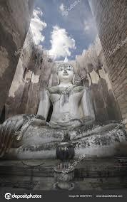 Prachtige Oude Stenen Boeddha Standbeeld Omringende Door Grote Muur