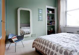 bright green wall paint and bedding