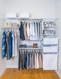 modern closet pequeno com aramados