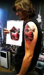 Aplikace Piercingu Nebo Tetování V Oblíbeném Salonu V Praze