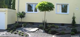 Perfekt Gartengestaltung Mit Steinen Und Gr Sern Vorgarten Gartengestaltung Bilder Zur Vorgartengestaltung