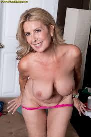 Hot mature amateur Laura Layne loses jeans thong panties bares.