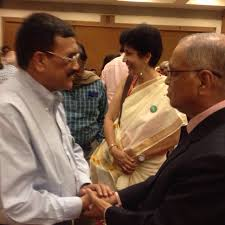 rajive raturi receives limca book of records person of the year rajive raturi shakes hands mr n r narayan murthy founder of infosys