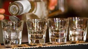 Кто где и когда первым придумал водку Был ли этим человеком  Был ли Д И Менделеев тем человеком кто придумал водку