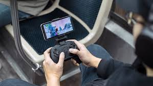 Samsung готовит к анонсу <b>игровой контроллер для смартфонов</b>