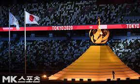 The burning torch that marks the start of the 2020 Tokyo Olympics [MK포토] -  Newsdir3
