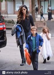 Matthew McConaughey e moglie Camila Alves fuori con i loro due figli di  Levi e Vida, nella città di New York con: Camila Alves, Levi Alves  McConaughey, Vida Alves McConaughey dove: la